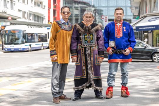 Drei Indigene in Zug