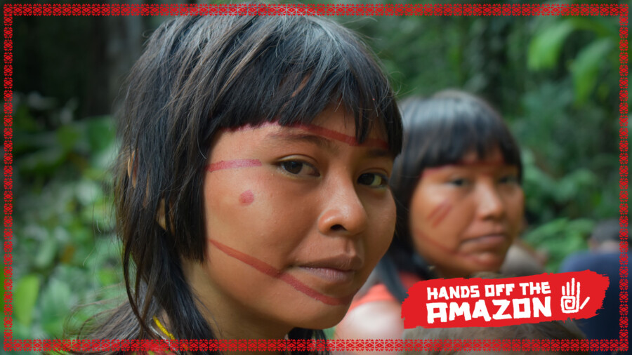 Brasil - indigenous women from the Amazon region