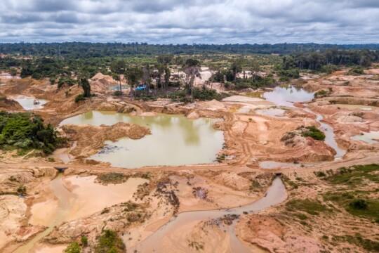 Umweltzerstörung im Amazonas für eine Goldmine