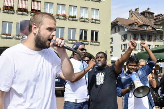 À une manifestation à Berne le Responsable de campagne Sri Lanka chez la SPM comment sur la situation actuelle avec les disparus au Sri Lanka.