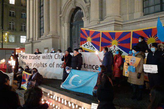 Mahnwache, 10. Dezember 2020 in Bern: Keine Komplizenschaft mit China! Foto: GfbV