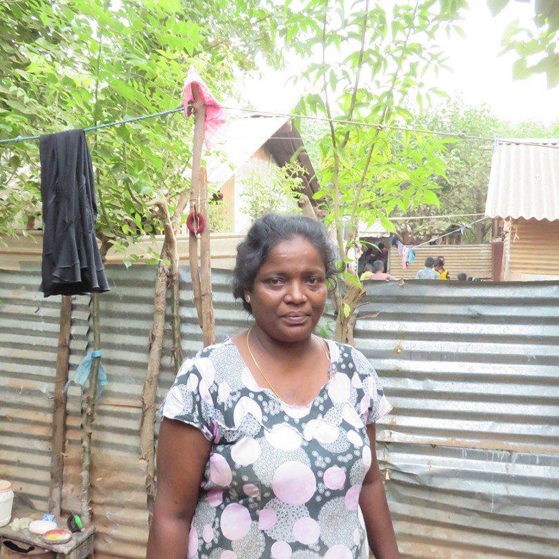 Portrait de Juljes Selvamalar dans un camp de personnes déplacées