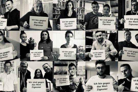 """Collage: Des représentants roms tiennent des affiches: """"Ich bin gegen das Wort Zigeuner"""""""
