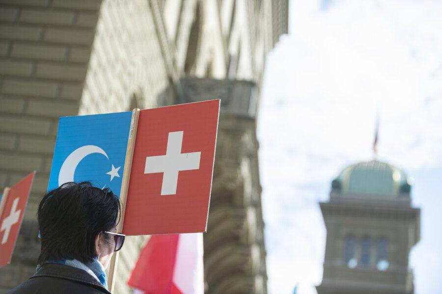 Flagge Ostturkestan und Schweiz