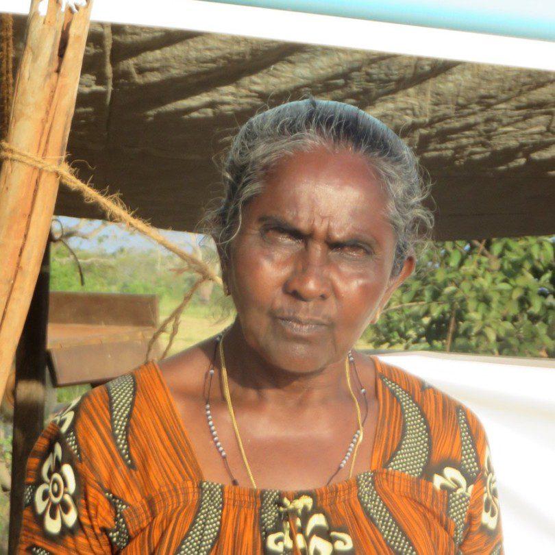 Portrait de Sinnapu Anthonia Vaas à une manifestation pour les droits fonciers.