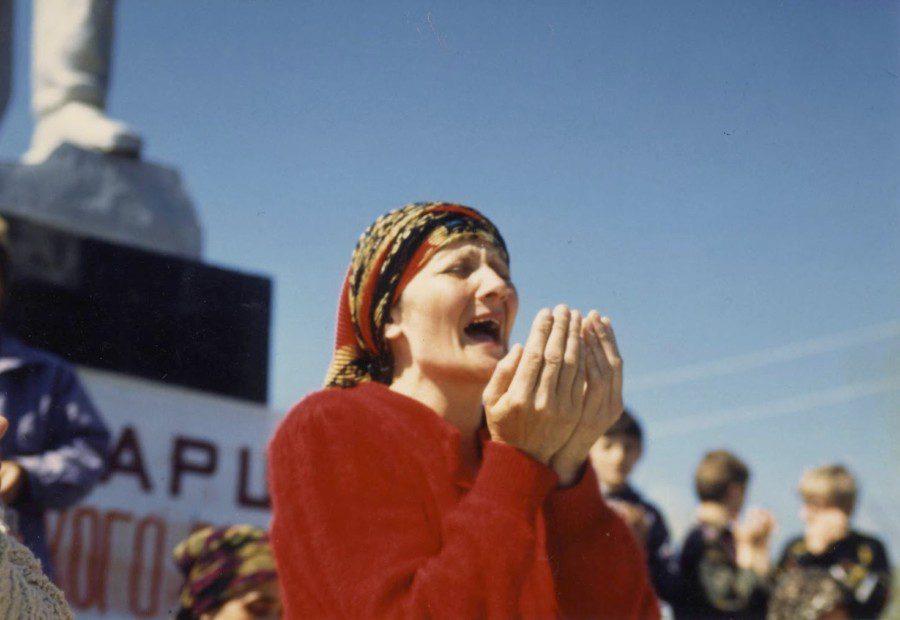 Eine tschetschenische Frau trauert um die Opfer des Krieges